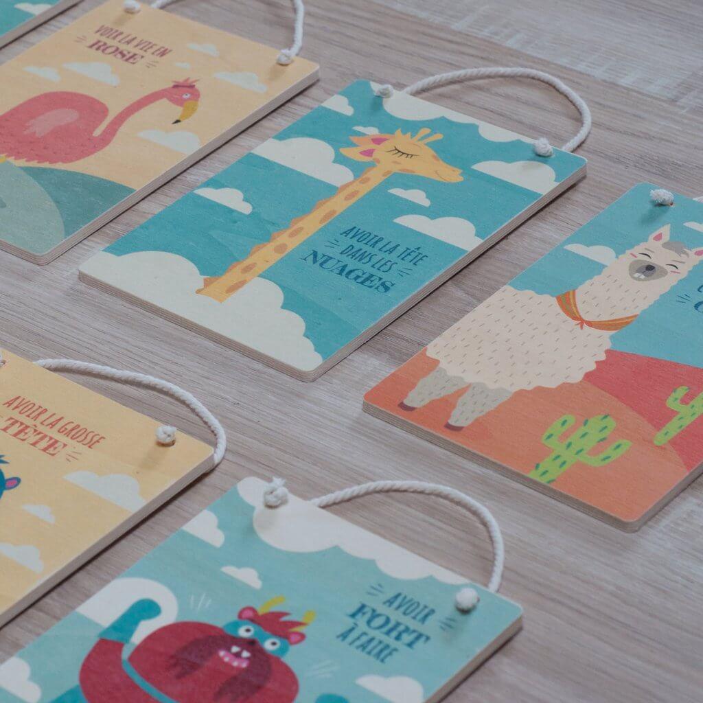 Cartes imprimées sur bois pour déco de chambre d'enfant