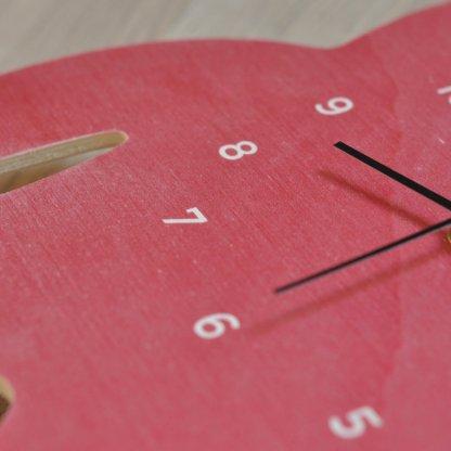 Horloge monstre en bois