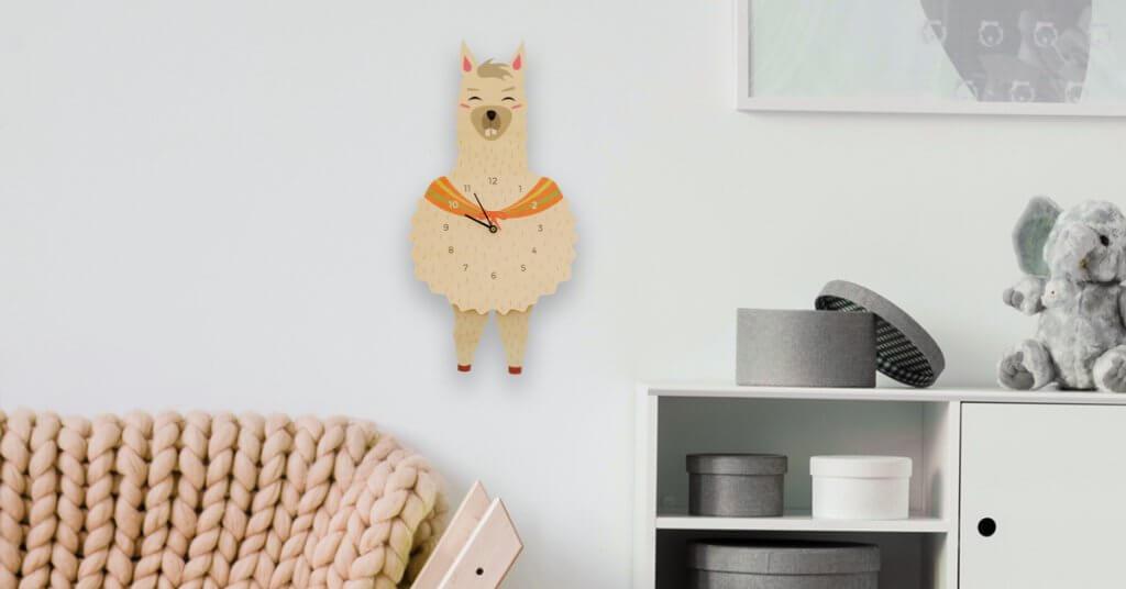 Horloge murale à balancier lama
